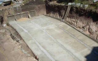 Как залить бетон под наклоном: установка маяков, армирование и заливка?