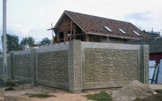 Декоративные бетонные заборы: комплектация, виды и монтаж
