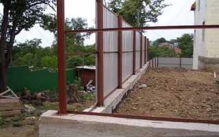 Забор из профнастила и бетона: технология возведения фундамента