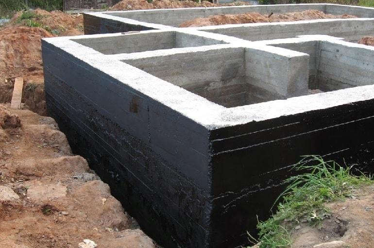 Заглубленный ленточный фундамент с вертикальной гидроизоляцией