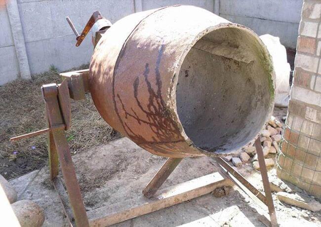 С каждым замесом на стенках барабана образуется все больше частиц