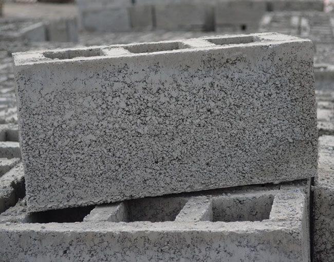 В качестве наполнителя строительной смеси используются гравий и щебень