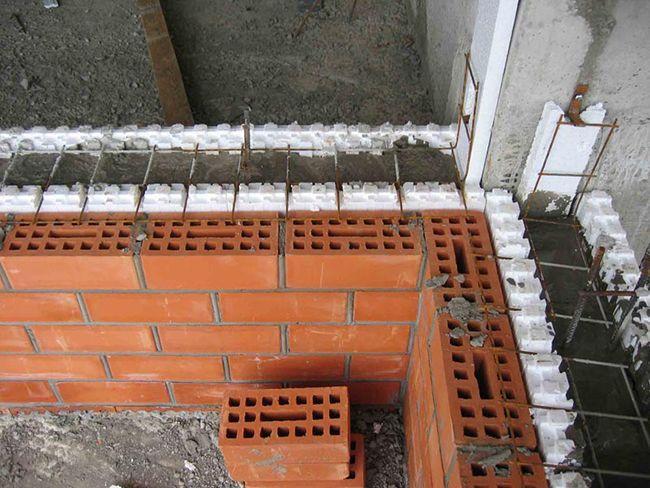 Строительство кирпично-монолитного дома