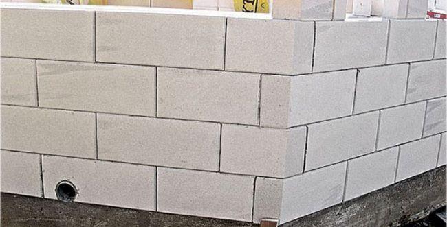 Газосиликатные блоки имеют небольшой допуск разброса размеров