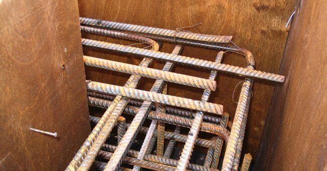 Армирование углов ленточного фундамента необходимо производить особенно тщательно