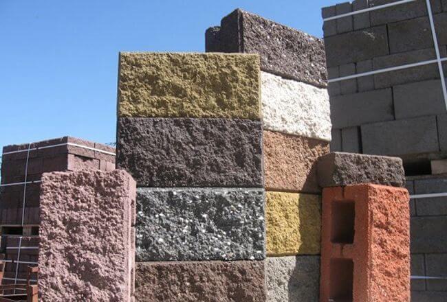 Лицевые керамзитобетонные блоки используются для сооружения зданий без последующей отделки