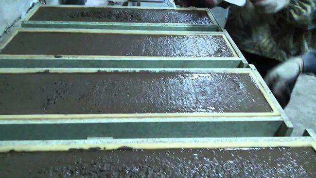 Матрицы, заполненные бетонной смесью