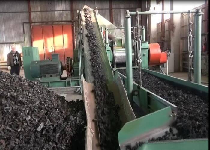 Транспортер и потрясок для отсеивание железных частиц