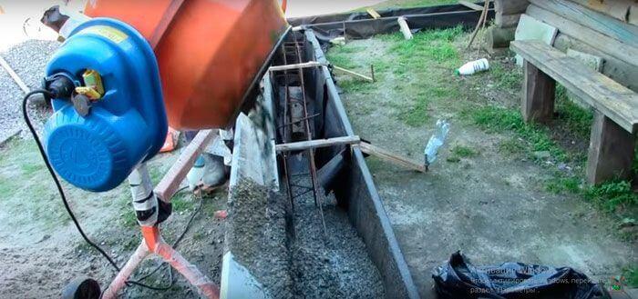 Подача готового бетона в опалубку