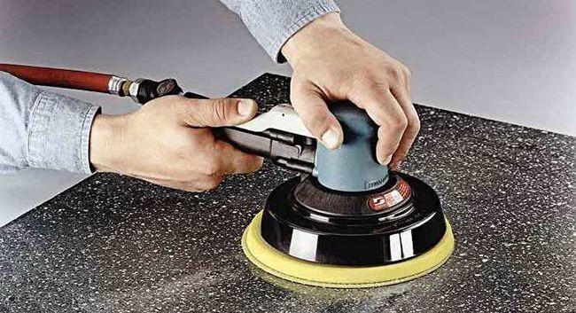 Для шлифовки используется специальная машинка