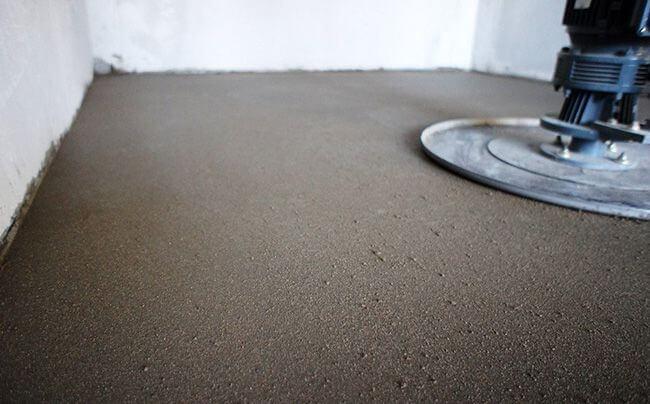 Трамбовка слоев бетонного пола