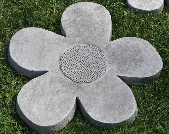 Цветок из бетона