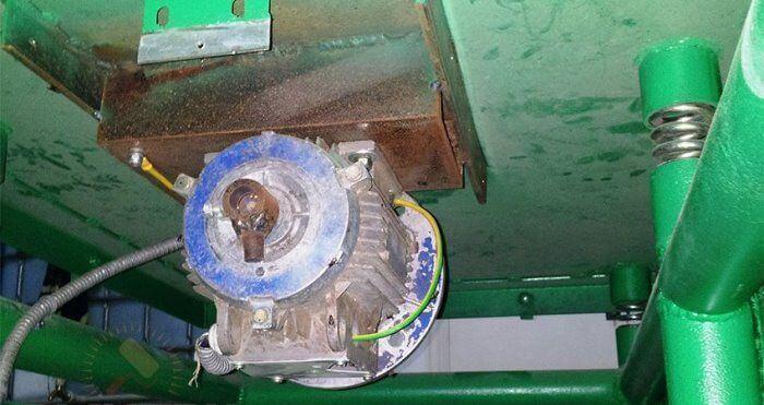 Самодельный вибромотор на столешнице