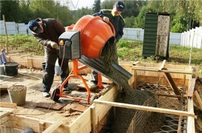 Выгрузка бетона в опалубку