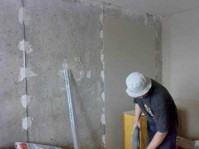 Технология выравнивания стен по маякам