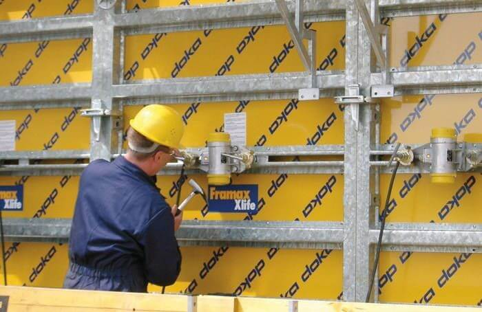 Наружные вибраторы закрепляются на опалубке